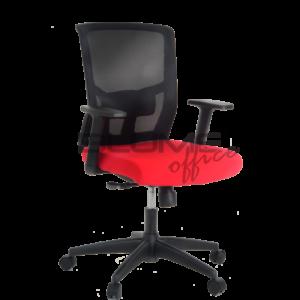 Cadeira diretor BLM 0226 D. Mecanismo syncron* com relax e trava. Encosto telado com tensor de lombar com regulagem. Assento revestido com tecido poliéster e espuma do assento laminada com densidade controlada.