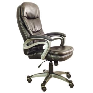 Cadeira Presidente PEL 9018H, Possui função de ajuste de altura do assento e espuma com densidade controlada. Sua estrutura é de polipropileno e o revestimento é em couro sintético marrom.