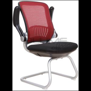 Cadeira BLM de aproximação fixa com encosto e assento revestidos em tecido telado de nylon, braços cromados com forração removível por meio de ziper, base ski cromada.