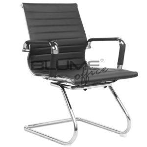Cadeira de reunião com encosto e assento revestidos em courino dublado com reforço interno em lona e comporta até 110kg. Esta cadeira de aproximação tem braço cromado com forração removível (zíper) ,Cadeira com base ski cromada.