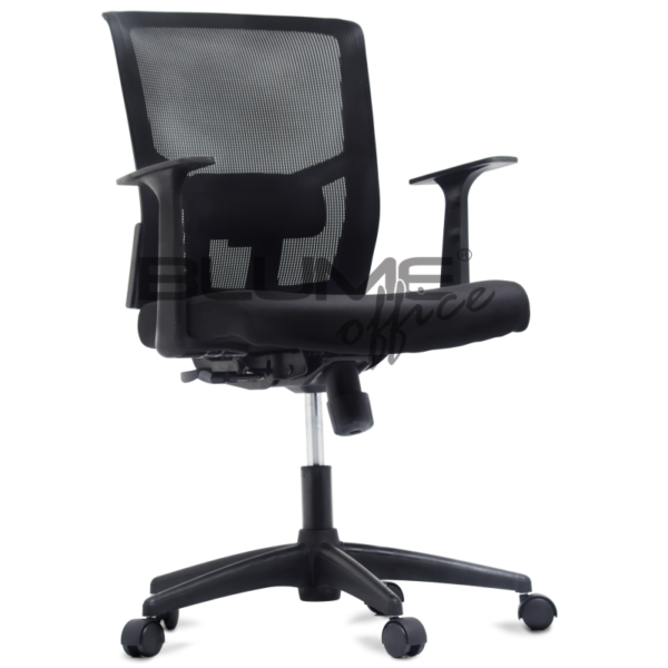 Cadeira diretor BLM para escritórios de alto padrão com encosto em tela de poliéster, tensor de lombar e regulagem. Cadeira com assento revestido em tecido poliéster e espuma injetada. Braços com regulagem de altura e apoio em nylon.