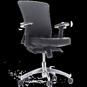 Cadeira presidente com encosto revestido em courino com carenagem e tensor de lombar com regulagem.