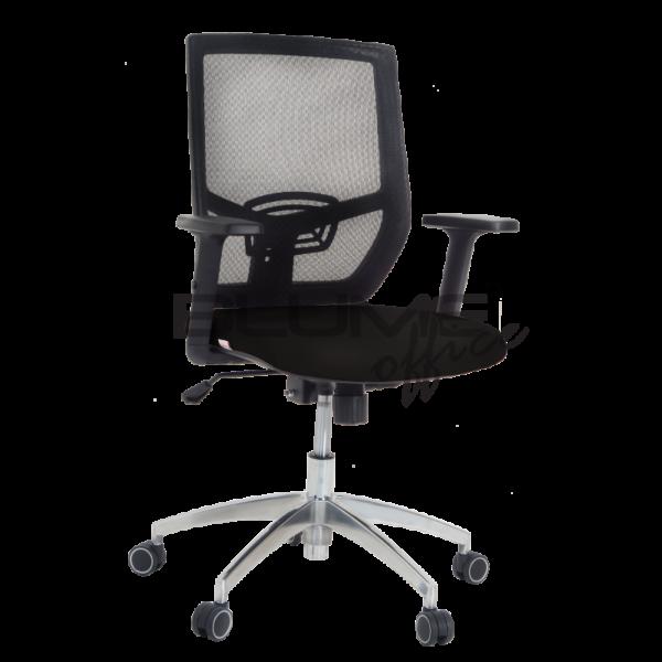 Cadeira diretor BLM. Esta cadeira tem encosto em tela de nylon com poliéster e tensor de lombar com regulagem Assento revestido em tecido poliéster e espuma injetada com carenagem. Ela tem braços com regulagem de altura e acabamento em PU.
