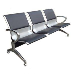Longarina Aeroporto c/ 03 lugares Aço ,Cadeira Longarina Diretor em Aço. Modelo: Em Aço / Estofada. Garantia: 2 Anos. Braços: C/ braços laterais cromados. Encosto/Assento: Aço / Almofadada. Base: Cromada.