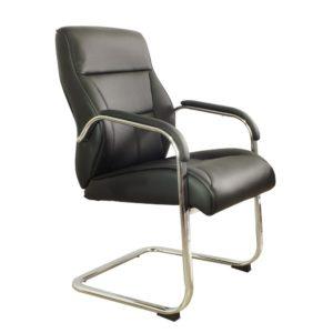 Uma cadeira com excelente custo x benefício e ainda proporcionando conforto e estilo ao mesmo tempo. Com sua estrutura em aço cromado e faixa lateral em metal, criam um design exclusivo para seu ambiente. Conta também com regulagem de altura do assento e revestimento em couro sintético.