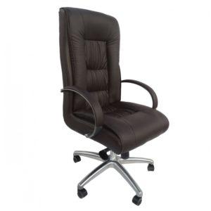 """Projetada para proporcionar conforto e bem estar, a """"Cadeira Presidente Giratória Em Couro PU Pelegrin PEL-8017H"""" possui um design clássico. Sua estrutura é reforçada, fabricada em metal e madeira, suportando até 170Kg. O encosto e assento são espaçosos, estofados e revestidos em couro PU, trazendo aconchego e durabilidade. A cadeira conta com um exclusivo sistema relax com mecanismo excêntrico, podendo ser ajustado em diversas posições para maior comodidade. Outro detalhe que se destaca é a base giratória e apoio para os braços em alumínio reforçado que proporciona maior resistência."""