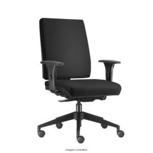 Cadeira Presidente Simple, em apenas um produto, design, elegância e sofisticação. A altura do encosto ajustável e a inclinação proporcionam perfeita ergonomia e conforto, tornando Simple essencial para ambientes corporativos.